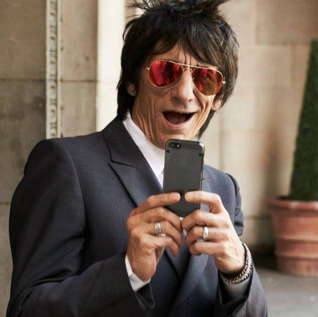 Ronnie wood con Smartphone